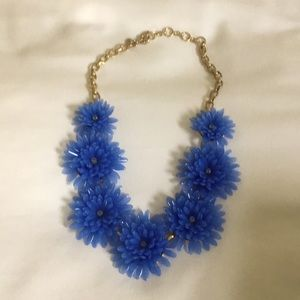 Blooming blue flowered necklace